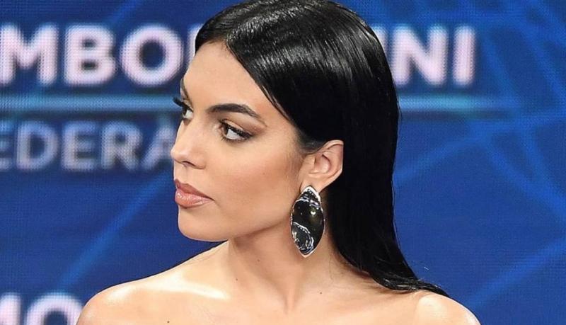 Georgina Rodríguez alardea de riqueza ante sus seguidores: un millón de euros en una sola mano