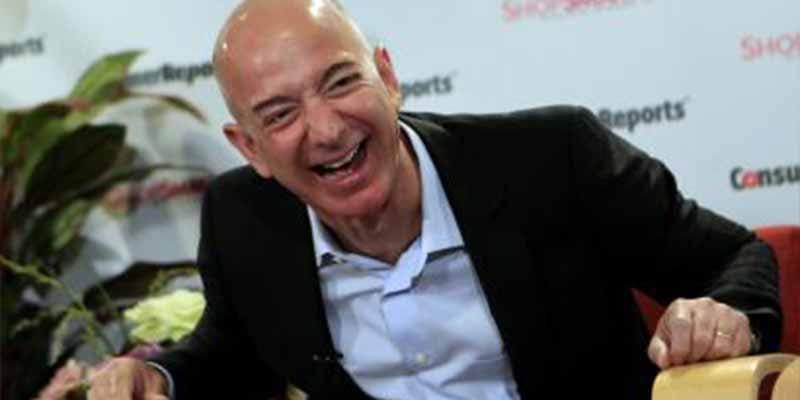 Jeff Bezos ganó en 15 minutos lo mismo que el Banco Santander en todo 2019 (y se ríe de los que hablaron de su divorcio)