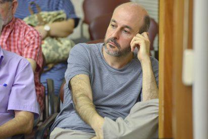 Los socialistas del PSC contratan al novio de la concejal de Podemos que les dio la alcaldía de Sabadell