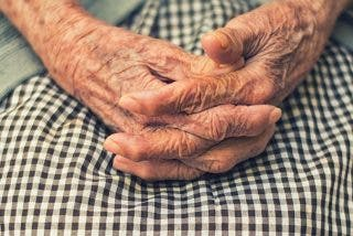 Dos años de cárcel a una paisana de 83 años por cobrar durante 33 la pensión de un muerto