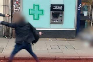 La Policía de Londres abate a tiros a un yihadista tras apuñalar el terrorista islámico a tres personas