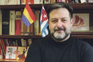 El podemita Manu Pineda abraza la 'democracia' de Maduro y llama dictador a Sánchez