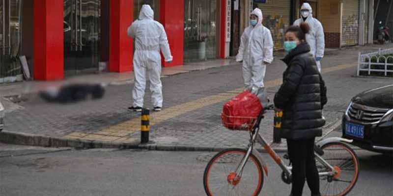 """El nuevo protocolo de China para los muertos por el coronavirus: """"Cremados inmediatamente y prohibidos los entierros"""""""