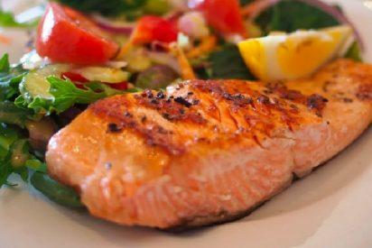 Salmón marinado al horno