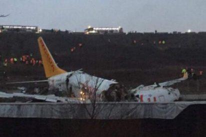 Estambul: un avión falla en el aterrizaje y termina reventado en tres partes