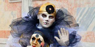 Venecia: el coronavirus y la 'acqua alta' ahuyentan a los turistas y hunden el Carnaval