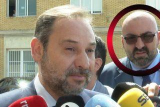 """Este es el escolta de Ábalos que protegió a Delcy Rodríguez y """"presionó"""" al PNV para votar contra la comisión de investigación"""