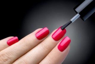 trucos para que las uñas pintadas sequen más rápido