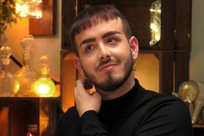 'First Dates': acude al programa un gay hijo de Testigos de Jehová y todos hablan de su peculiar revelación