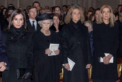 Arde Casa Real: un feo gesto ateo de Doña Letizia en el funeral causó una bronca con los reyes eméritos