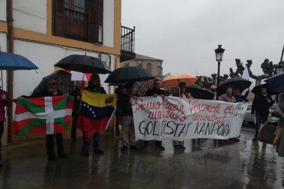 Los 'barrabravas' de Bildu, Podemos e Izquierda Abertzale, enviados por Diosdado Cabello para sabotear los actos del 'embajador' de Juan Guaidó
