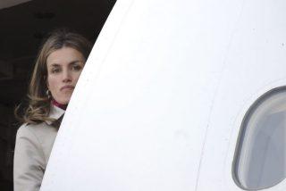 Doña Letizia viaja con un amigo misterioso a Nueva York y al ser reconocida provoca un incidente en pleno vuelo