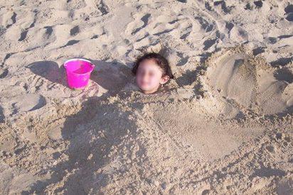 Una pareja entierra a su hija de 2 años en la arena para tener sexo dentro del mar