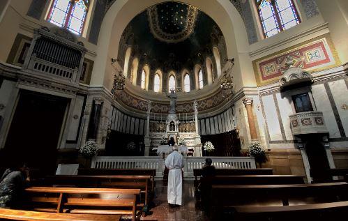 """La Conferencia Episcopal quiere que las iglesias sigan abiertas """"como signo de esperanza"""" ante el coronavirus"""
