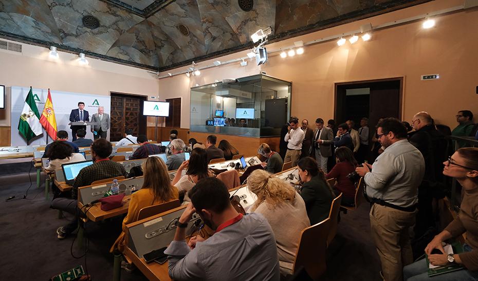 Andalucía reforzará los centros sanitarios con el personal necesario para hacer frente al coronavirus