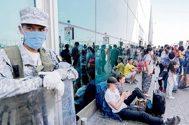 """Perú: Un centenar de turistas se quedan """"tirados"""" en el aeropuerto de Lima"""