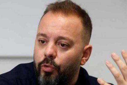 El matón Antonio Maestre acusa a la Guardia Civil de entregar mascarillas sin guantes, pero después corre a borrar el 'tweet'
