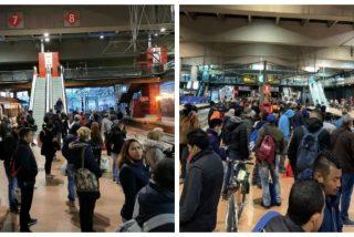 La imagen de la ineptitud del Gobierno: Ábalos reduce el transporte público y Atocha se desborda de viajeros