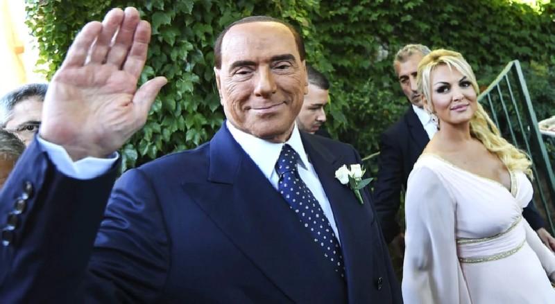 Silvio Berlusconi anuncia que ha cambiado a su novia de 34 años por una diputada de 30