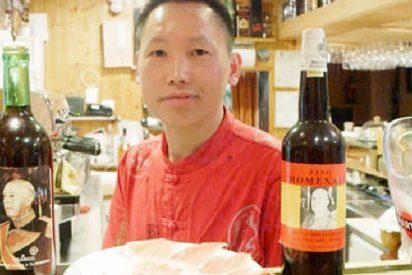Chen, el 'chino franquista', abre nuevo bar y lo ha bautizado 'Una, grande y libre'