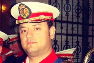 Patrullas de la Ertzaintza homenajean a la Guardia Civil tras fallecer un segundo agente de la Benemérita por coronavirus