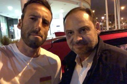 El reportero Ojeda le dice a Abalos lo que que piensa de él y del PSOE y el ministro le llama 'sinvergüenza'