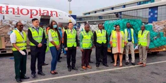 Ethiopian Airlines distribuye equipamiento médico a 39 países africanos