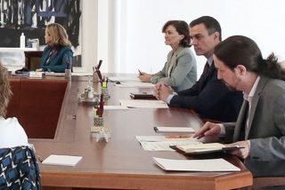 El presumido Pablo Iglesias rompe la cuarentena para salir en la foto y enfada a Moncloa: