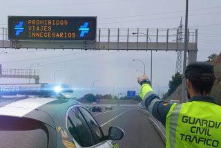 La Guardia Civil monta controles en las salidas de las grandes ciudades para evitar viajes a segundas residencias