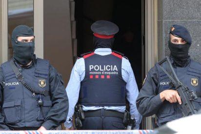 Uno de los albaneses, capturados tras irrumpir en coche en la terminal del aeropuerto de Barcelona, lanzó una proclama islamista