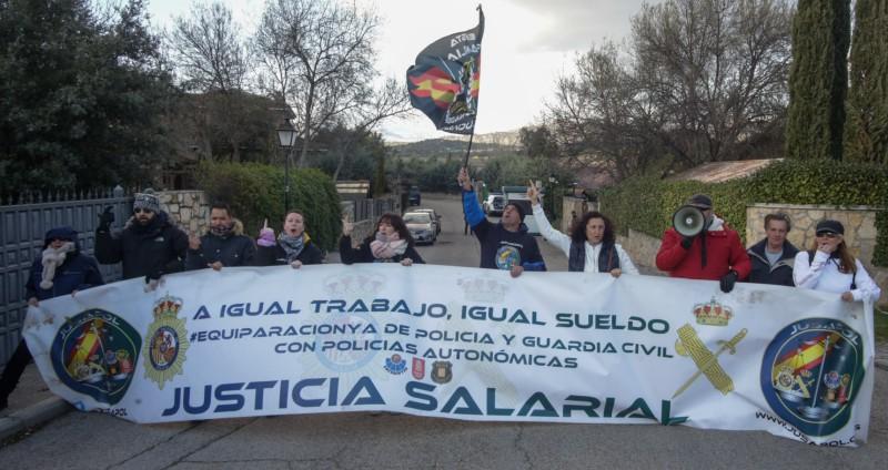 Un mazazo judicial impide que Iglesias y Marlaska echen a 9 policías por protestar frente al chalet de Galapagar