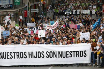 'Pin Parental': miles de personas se manifiestan en Murcia al grito de 'nuestros hijos no son de Sánchez o de Iglesias'