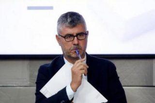 Miguel Ángel Oliver se venga de todos los periodistas que firmaron el manifiesto contra el control del Gobierno y los castiga sin preguntar