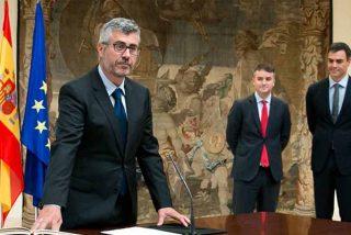 La prensa acreditada en La Moncloa acorrala al comisario mediático de Sánchez ante su insistente manipulación en las ruedas de prensa