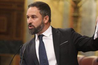 Y Santiago Abascal (VOX) pasó por la piedra al inepto Pedro Sánchez (PSOE)