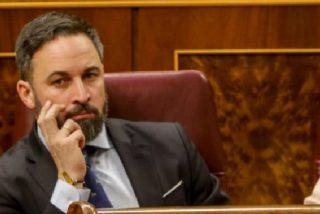 Abascal airea un artículo de Le Figaro que deja en evidencia a Sánchez e Iglesias