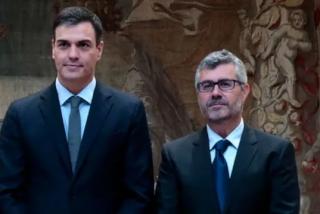 Los periodistas acreditados en La Moncloa estallan ante las ruedas de prensa telemanipuladas de Pedro Sánchez
