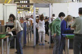 Coronavirus en el aeropuerto: un vigilante de Barajas se contagia a pesar de varias denuncias por trabajar sin protección