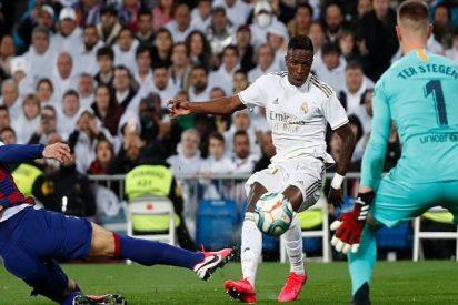 El Real Madrid machaca al Barça y se pone líder de la Liga (2-0)