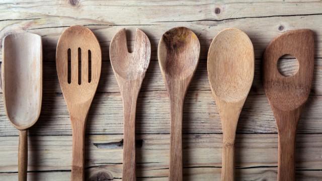 Por qué no deberías usar utensilios de cocina de madera