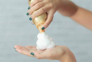 ¿Qué beneficios tienen las espumas para el pelo sin alcohol?
