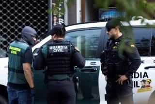 La Guardia Civil encuentra un cadáver durante el arresto de tres narcotraficantes en Cádiz
