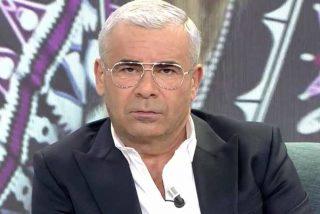 Jorge Javier Vázquez, aterrado por ser población de riesgo, da un golpe en la mesa y destroza a Pedro Sánchez