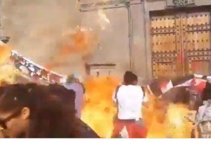 Una 'feminazi' lanza una bomba molotov a los policías el 8M, pero termina quemando a una