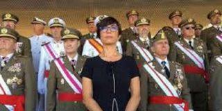 La directora general inoperativa y carente de toda capacidad de defender a sus Guardias Civiles