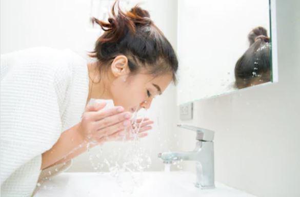 enjuagar con agua