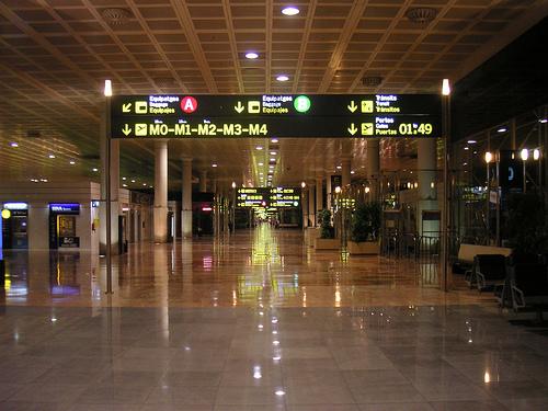 Ataque islamista en el Aeropuerto de Barcelona: empotran un coche contra la T1, vacía por el coronavirus