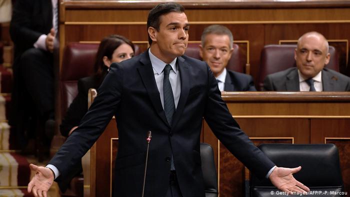 Pedro Sánchez tras los pasos de Sanidad: casi la mitad de sus seguidores en Twitter son 'fakes'