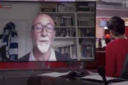 Un hombre insulta salvajemente a su hijo por interrumpirlo en una entrevista en directo para la BBC