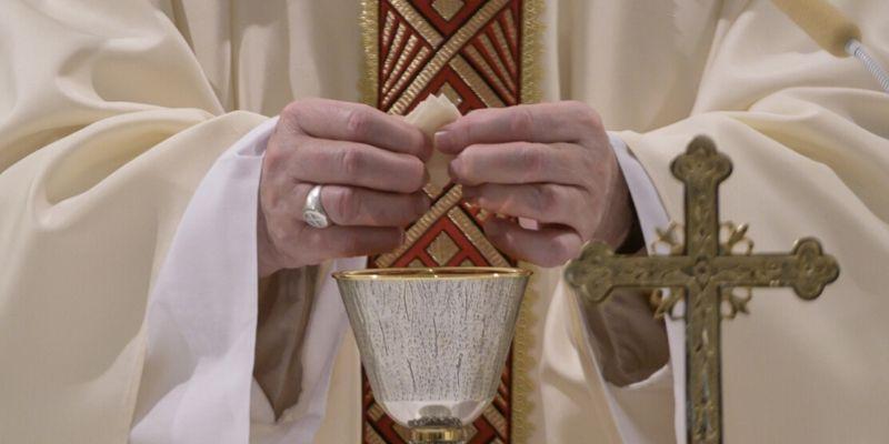 Mascarilla, desinfectante y ¿más misas?: las peticiones de los obispos con la vuelta de los actos religiosos